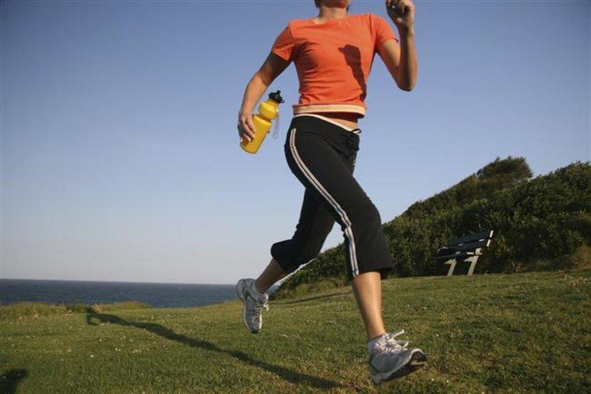 Hızınızı artırarak koşu yapmak, hasarı daha çok dizlerde hissedilen artrit (eklemlerde vücut tarafından üretilen bir iltihap) riskini artırır.