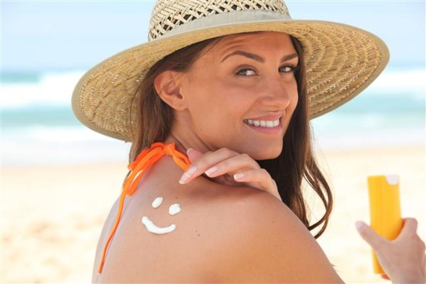 Dışarı çıkarken güneş kremi sürmemek cildinize zarar verir.