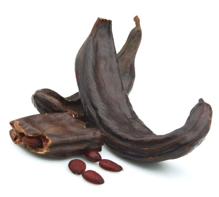 Keçiboynuzu doğal olarak tatlıdır, çikolata gibi eklenmiş şeker ilavesi içermez.