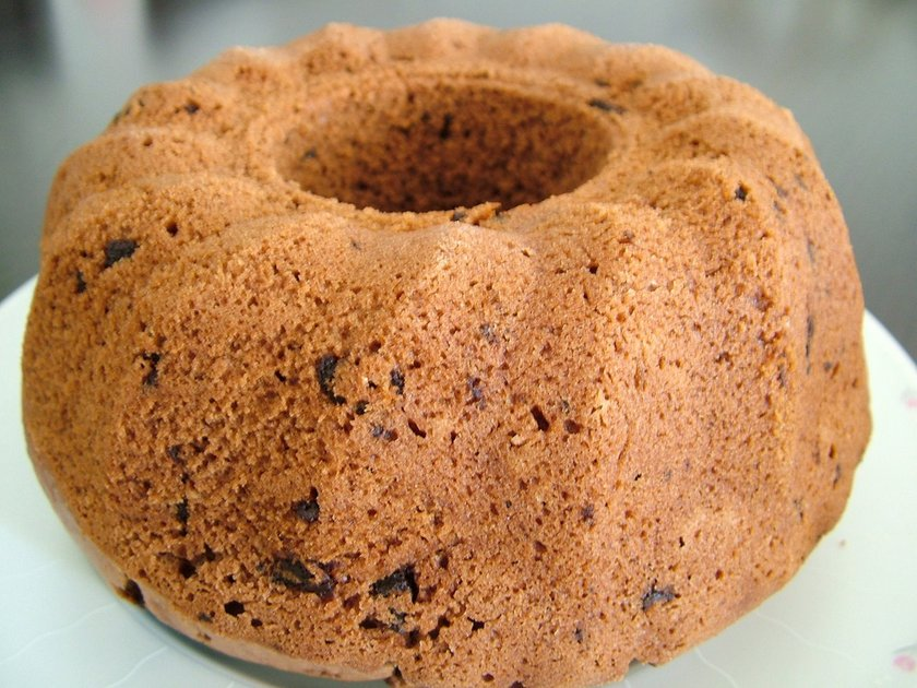 Kurabiye veya kek yapmak için damla çikolatalar yerine keçiboynuzu parçaları kullanılabilir.