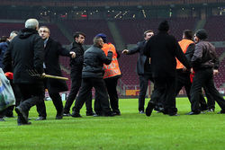 Maç bitti kavga başladı!
