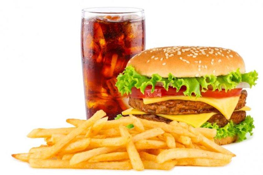 Ancak insanlar bir porsiyonu nadiren içer. Fast-food zincirlerinde, marketlerde, sinemalarda sunulan içecekler ise yaklaşık 300 ila 500 kalori içerecek kadar büyüktür.\n