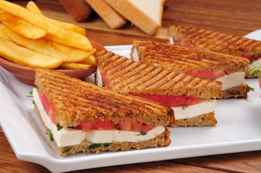 Kahvaltı için tost ve öğle arası için sandviç yerine birkaç alternatif üretmeniz gerekecektir.