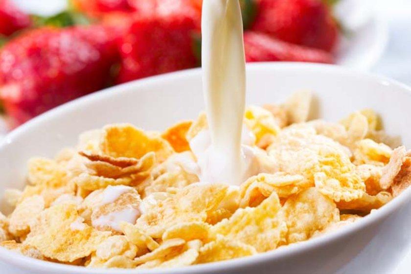 Sağlıklı gibi gözüken, kahvaltılık gevrekler, enerji ve meyve barları, karamelli pirinç patlağı ve tereyağlı krakerler vb. de bunlara dahildir.