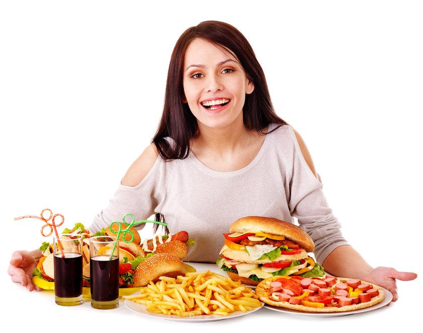 Diyetinizdeki gereksiz şeker kaynaklarını tespit etmek ve bunlardan kurtulmak önemlidir.
