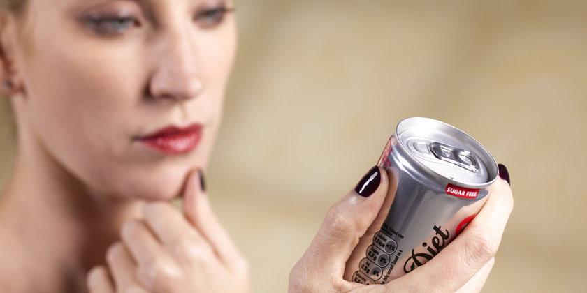 Nasıl: Eğer şekerli içecekleri çok seviyorsanız, sizin için zor olabilir ancak birden bırakmak en iyi yol olacaktır.