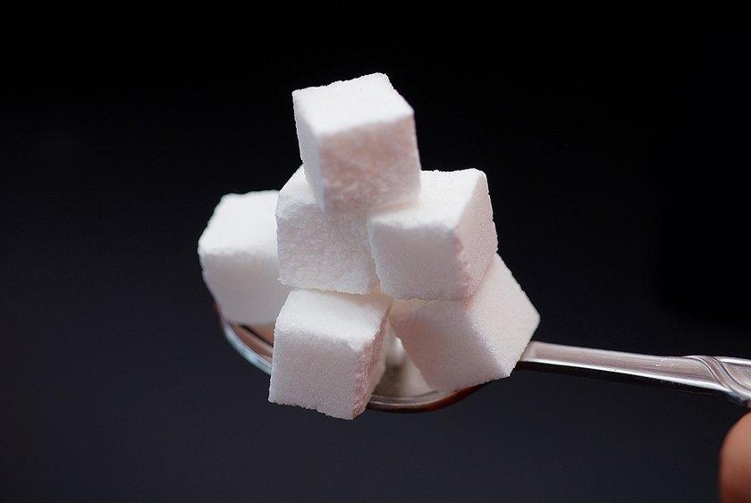 Buradaki amaç, gizli şeker barındıran gıdaları ya da bunların yerine kullanılan hassas alternatifleri tanımlayan besin tablosu etiketinin iyi okunmasını sağlamaktır.\n