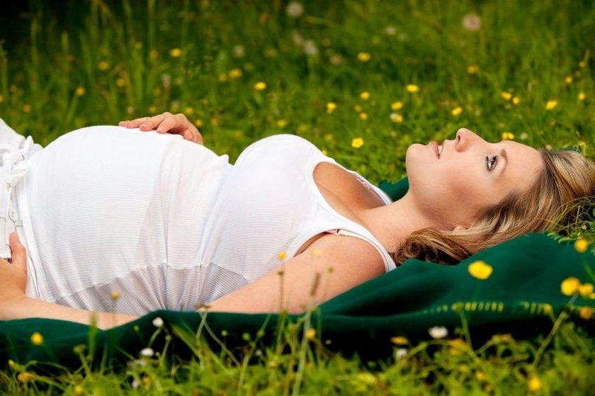 Yumurtanın çatlama dönemi (ovülasyon) takibi için kullanılan eski bir yöntem, her sabah yataktan çıkmadan önce ağız yoluyla vücut sıcaklığını ölçmeyi gerektirir