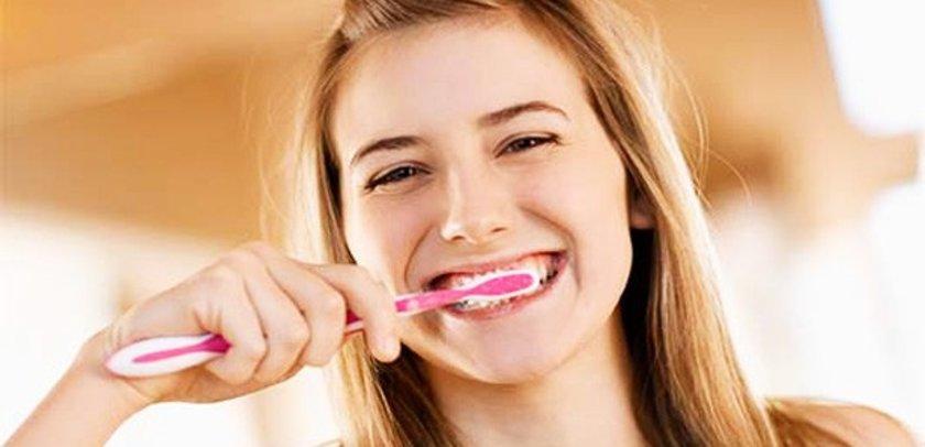 Dişlerini fırçalarken ya da diş ipi kullanırken kanama mı oluyor?