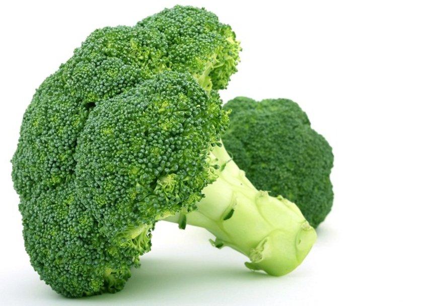 Brokoli, lahana ve diğer yeşil yapraklı\nsebzeleri fazla tüketen kadınlarda bilişsel gerileme daha az\ngörülmüş olup,