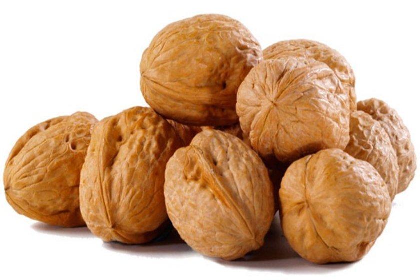 Ceviz, pekan cevizi ve badem iyi bir E vitamini kaynağıdır.