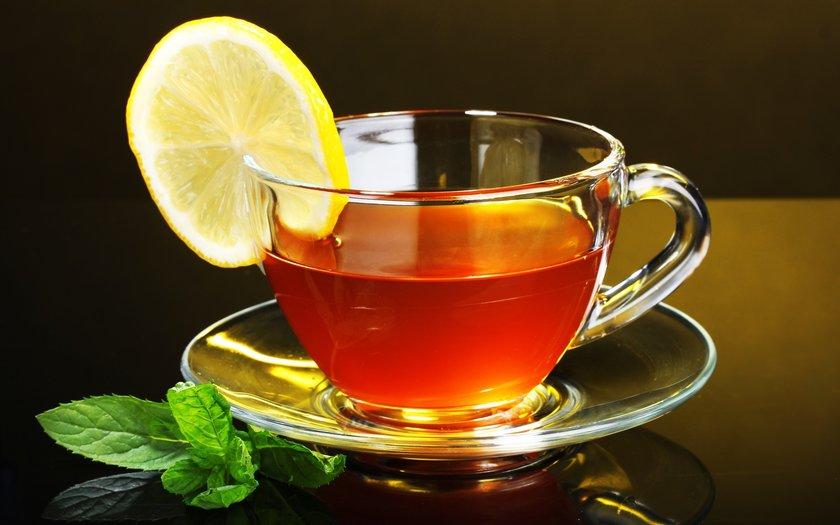 <b> Nane-limon: </b><br> Suya ya da çayınıza biraz limon suyu ekleyin.