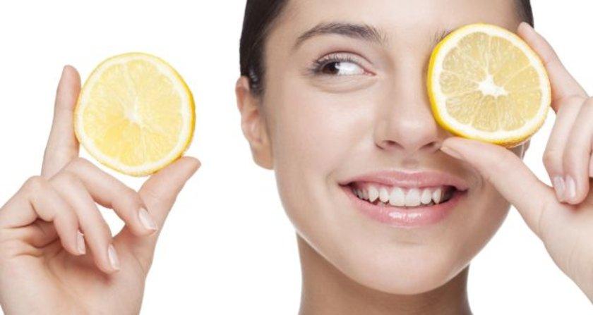Ayrıca bir parça limonu elinizde ovuşturarak macun kıvamına getirdikten sonra yüzünüze ve alnınıza sürmek, limonun sahip olduğu aromaterapi özellikleri nedeniyle yararlı.