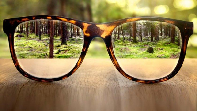 Dr. Dunaief'e göre sürekli baktığınız şeylerden periyodik aralıklar vermek, gözünüze verilecek zararları azaltabilir.