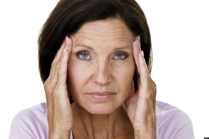 2 bin 500 kadını, 8 yıl takip eden bir çalışmaya göre; sigara içen kadınlar, menopoza 2 yıl erken giriyor