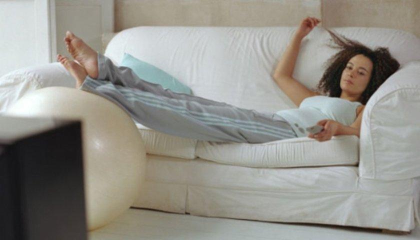 <b> 4- Hareketsiz bir yaşam sürmek: </b><br Hareketsiz yaşam ve sağlıksız beslenme sonucu ortaya çıkan obezitenin erken ergenliğe yol açtığı biliniyor.