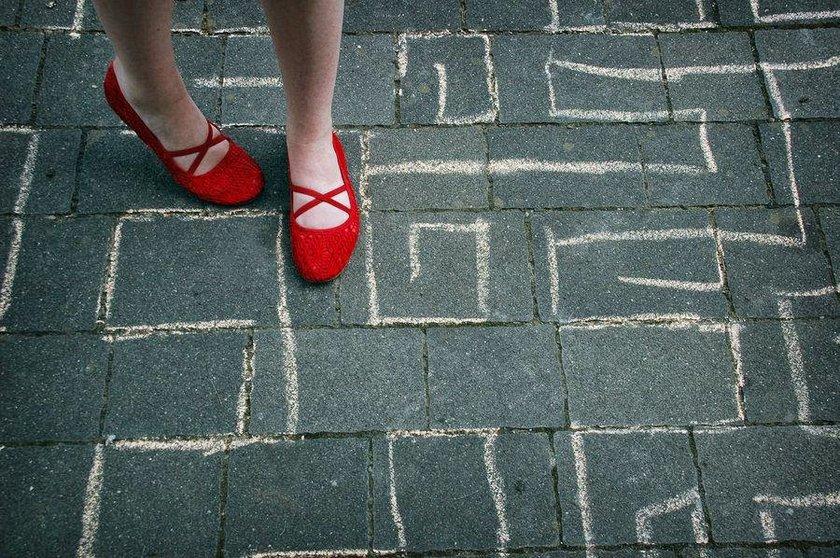 6-Yürürken çizgilere basmama