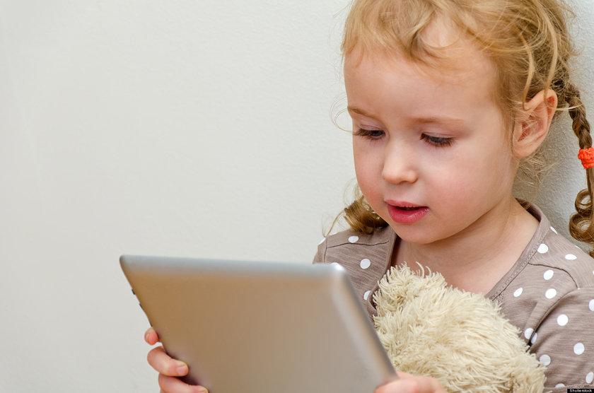 Çocukken 10-20 adet araba ya da bebek almak önemsiz gibi gelirken, tablet ve akıllı telefon gibi günümüzün teknoloji aletlerine dönüştüğü zaman tehlike aileler tarafından fark edilebiliyor.