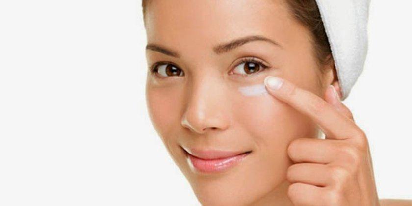Nasıl olsa nemlendirici kullanıyorsun, yüz kremi uygulamak çok da zor olmamalı. \n