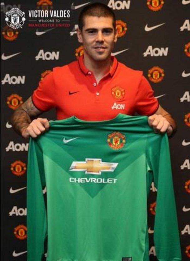 Victor Valdes <br> \nManchester United