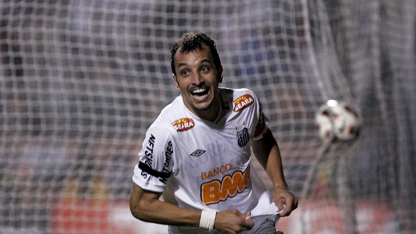Edu Dracena <br> \nSantos'tan Corinthians'a