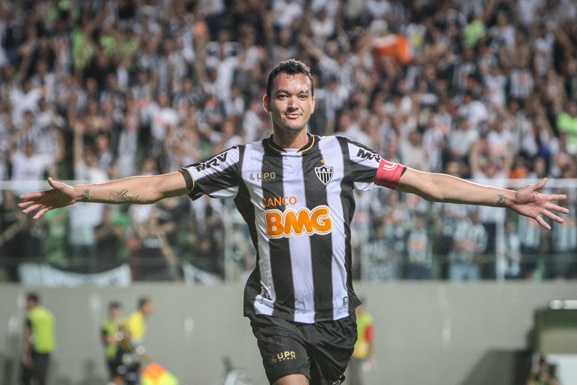Rever <br> \nAtletico Mineiro'dan Internacional'e