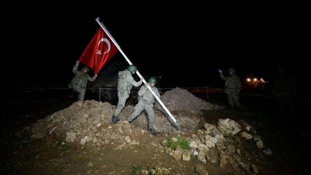 Şah Fırat Operasyonu: Türk Bayrağı böyle göndere çekildi