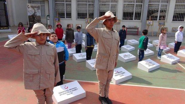 Ortaokulda temsili Çanakkale şehitliği