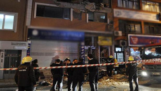 Kağıthane'de Adımlar Dergisi'nin kapısında bomba patladı!