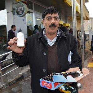 CEP TELEFONU YERİNE YAPIŞTIRICI GÖNDERDİLER