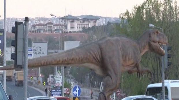 Melih Gökçek dinozora isim aradı, sosyal medya yıkıldı