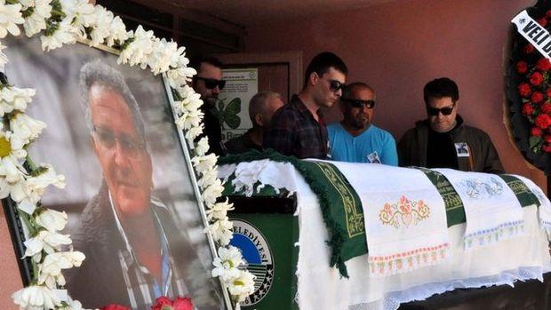 Dövülerek öldürülen öğretmenin cenaze töreni!