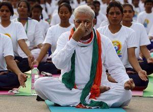 Başbakan 35 bin kişiyle yoga yaptı!
