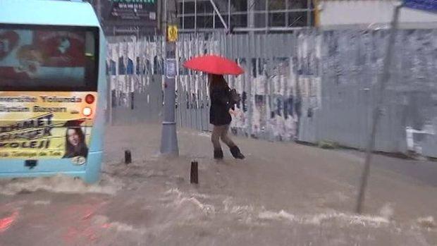 İstanbul'da sağanak yağmur!