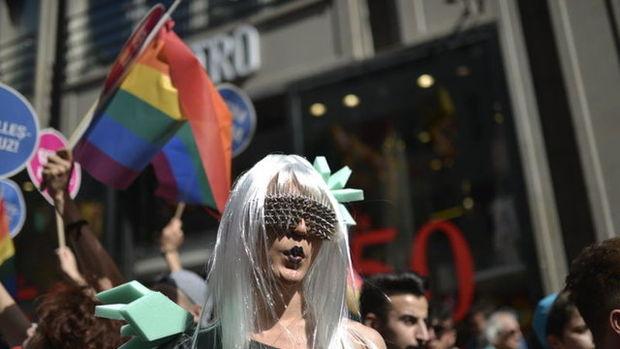 Taksim'de LGBTİ onur yürüyüşüne polis müdahalesi