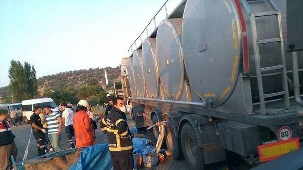 Manisa'da trafik kazası: 15 kişi hayatını kaybetti