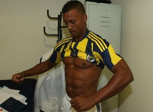 Nani Fenerbahçe'ye imza attı