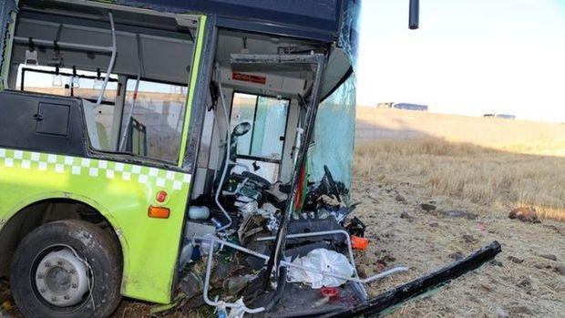 Halk otobüsü ile otomobil çarpıştı! Olay yerinden görüntüler