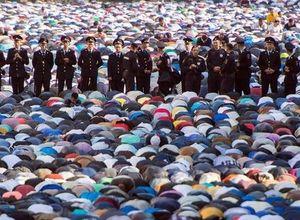 Rusya'da Müslümanlar böyle namaz kıldı