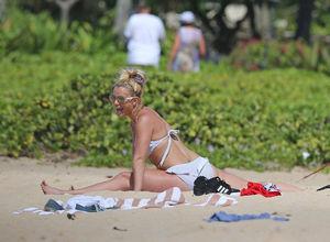 Britney Spears sahilde Yoga yaptı