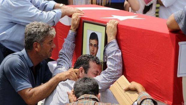 Şehit polisler İsa İpek ve Serdar Kazar'ın cenaze töreninden kareler!