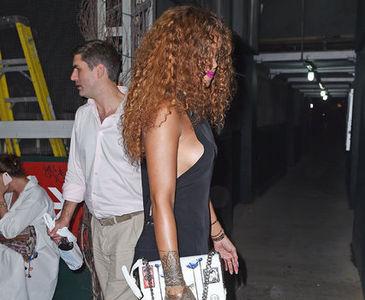 Rihanna'nın kıyafeti olay oldu