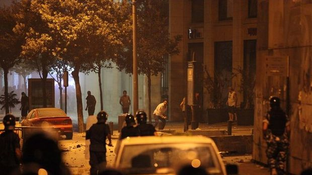 Beyrut'ta çöp savaşları: 35 yaralı