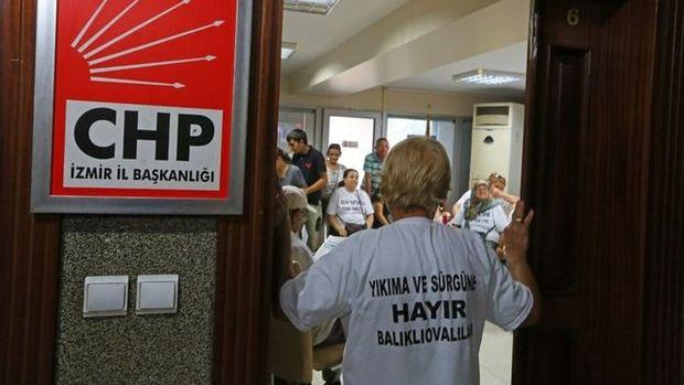 İzmir Urla'da vatandaş CHP İl Başkanlığı'nı işgal etti!