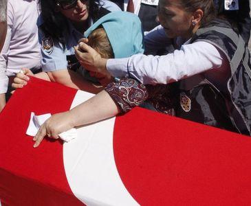ŞANLIURFA'DA ŞEHİT OLAN POLİSLERE ACI VEDA!