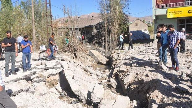 İşte Hakkari Yüksekova'da yola döşenen patlayıcının hasarı!