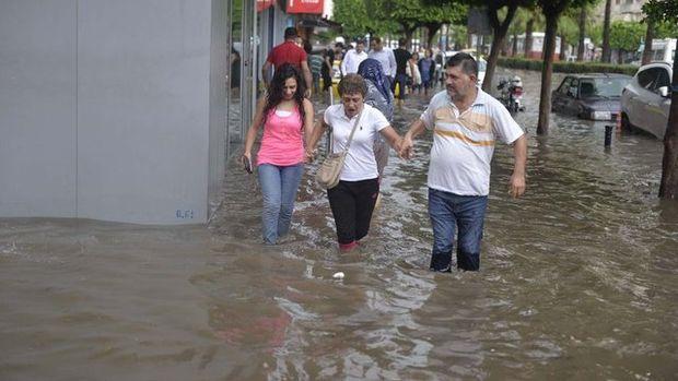 Adana'yı sel vurdu!