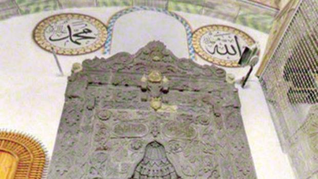 İskenderpaşa Camii'nde tartışma yaratan kabartma