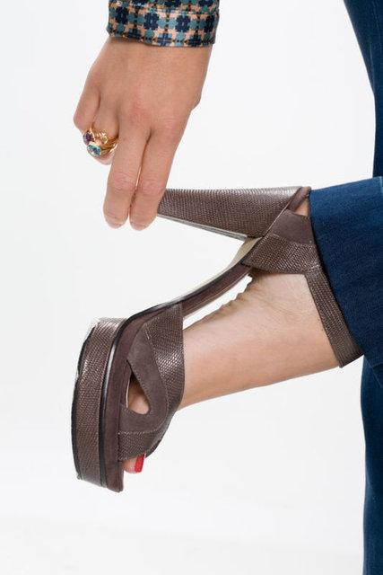 Tırnak batması, ayak başparmağının içe doğru eğik durması, topuk dikeni, nasır, mantar enfeksiyonu, stres kırıkları… Kadınlarda ayak ve ayak bileği sorunları sanıldığından daha sık görülüyor.