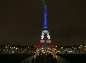 Eyfel, Fransa Bayrağı'nın renklerine büründü
